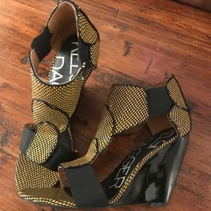 Kelsi Dagger Black and Yellow wedge heels Sz 9.5